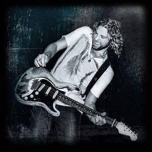 American Idol's Casey James is Married