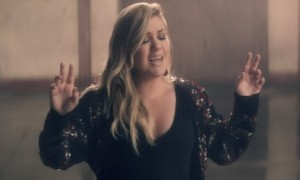 kellyclarkson-invinceablemusicvideo